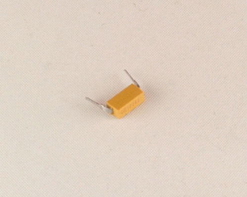 Picture of MD015A472FAB AVX capacitor 0.0047uF 50V Ceramic Dip Guard