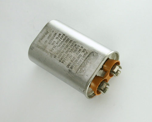 Picture of 4X428A DAYTON capacitor 6uF 370V Application Motor Run