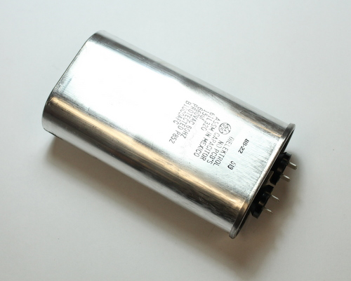 Picture of 61L320 GENERAL ELECTRIC capacitor 15uF 660V Application Motor Run