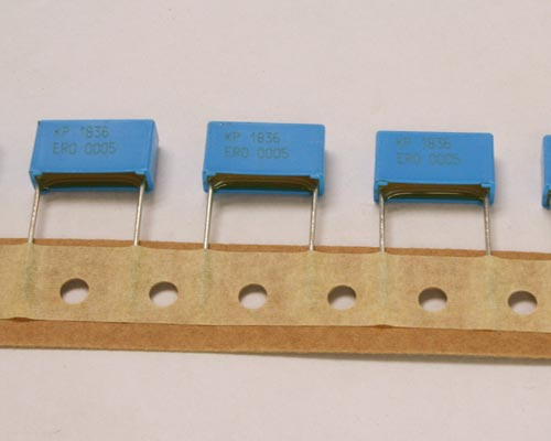 Picture of KP1836-122-135W VISHAY capacitor 220pF 1600V Film Radial