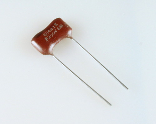 Picture of 654F250V ELMENCO capacitor 654pF 250V Silver Mica Dipped