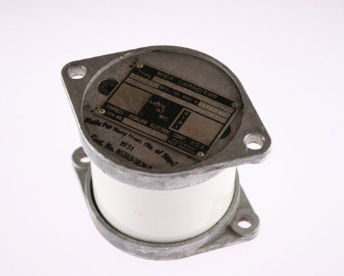 Picture of CD48405-B20 CDE capacitor 150pF 10000V Silver Mica Transmitting