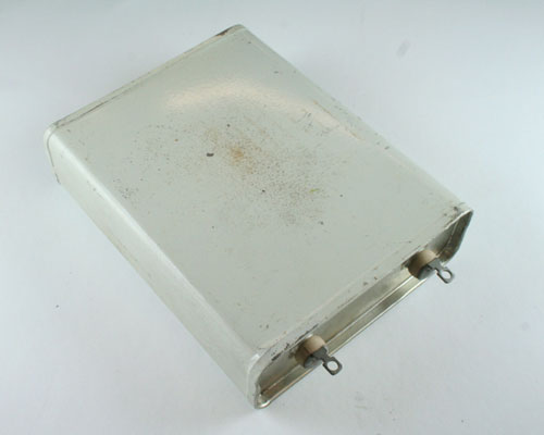 Picture of CP70B1FF106M GI capacitor 10uF 600V Oil Hermetically Sealed Radial