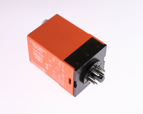 Picture of PWRA220A by CROUZET relay SPDT 220VAC Timer