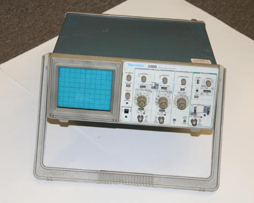 Picture of test equipment > oscilloscope kit.