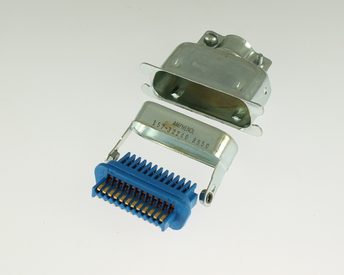 Picture of 157-32240 24 contact cable mount plug.